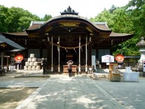 武田神社、今回参拝者が多くうまく取らなかったので8月に取材で近くに寄った時撮影したもの