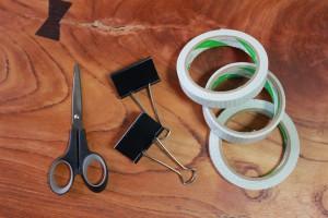 両面テープ(1cm巾と2cm巾、ハサミ、大きめのダブルクリック、写真にはないがカッター
