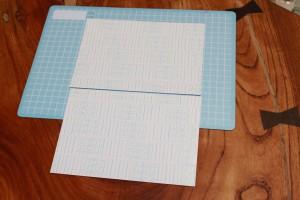 表と裏の両面に両面テープを貼り終えた